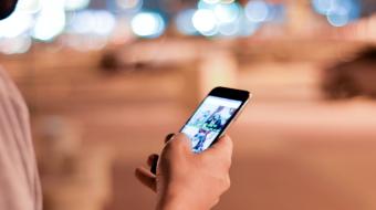 Clientii din UK prefera sa cumpere telefoane offline