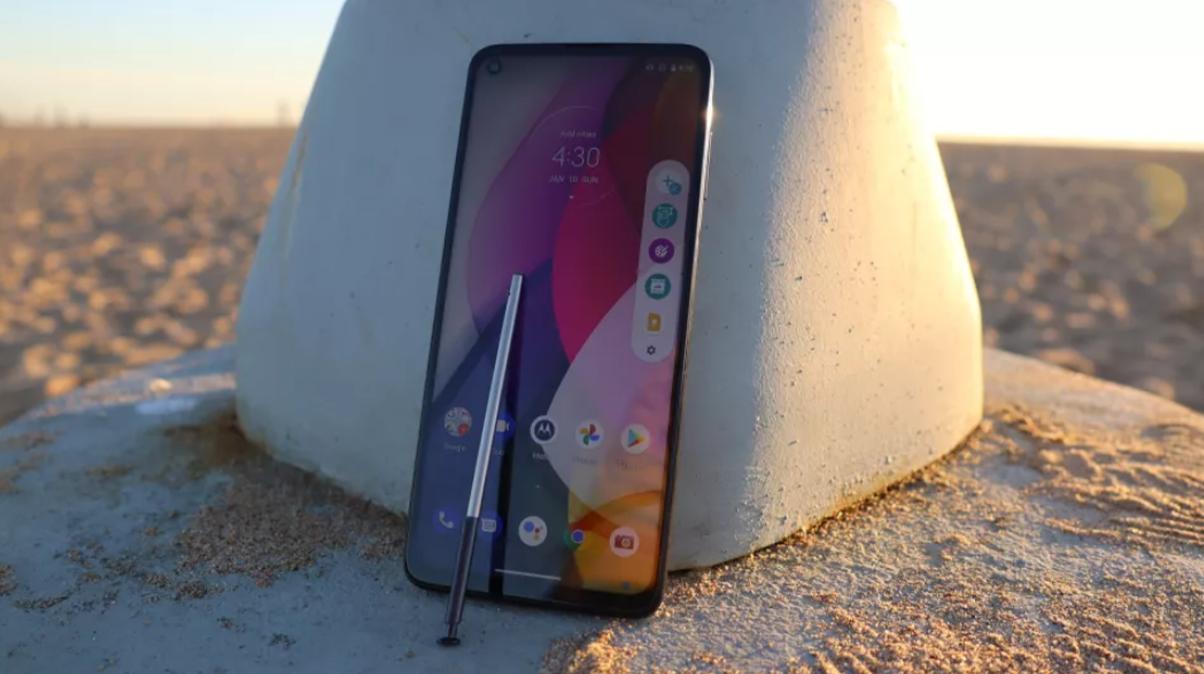 Următorul telefon Motorola ar putea fi un rival al Samsung Galaxy Note 21