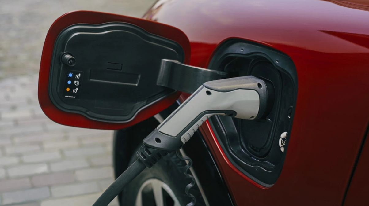 Bosch face mai ușoară încărcarea mașinilor electrice de la prize normale